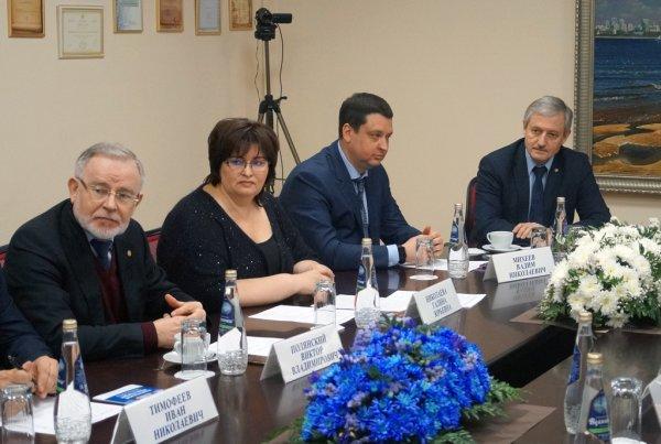 На фото (слева направо): Полянский В.В., Николаева Г.Ю., Михеев В.Н., Чумак В.Г.