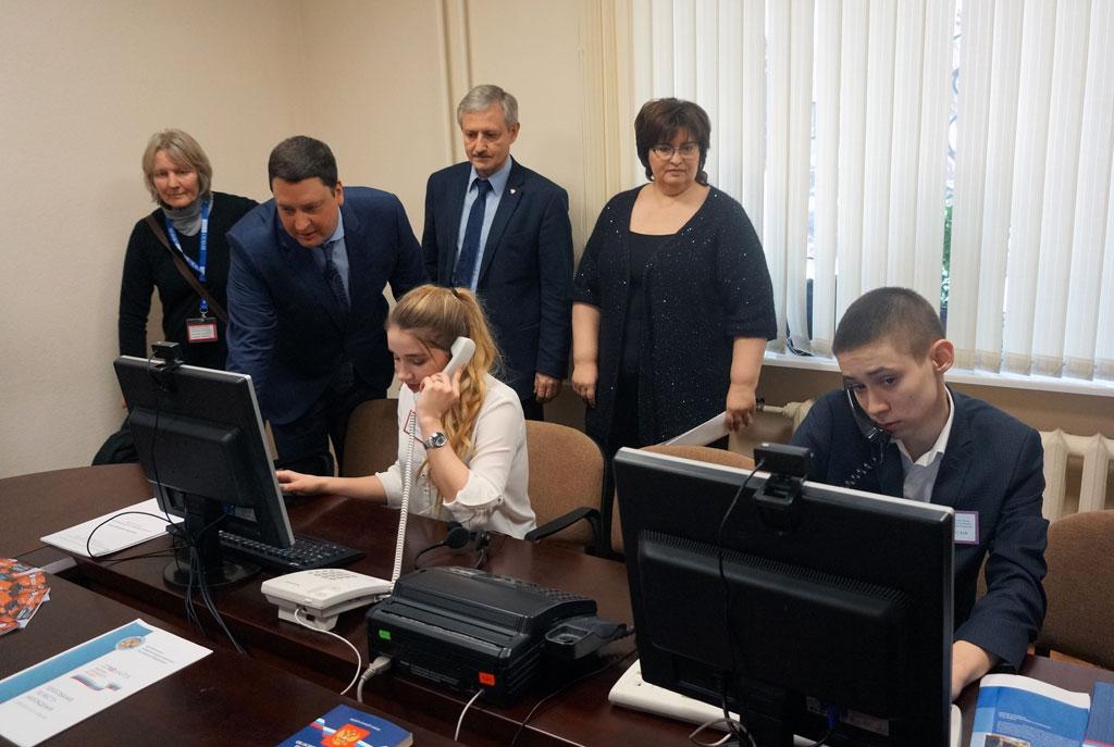 На фото (слева направо): Мария Хэркенхофф – долгосрочный наблюдатель ОБСЕ, Михеев В.Н., Чумак В.Г., Николаева Г.Ю.
