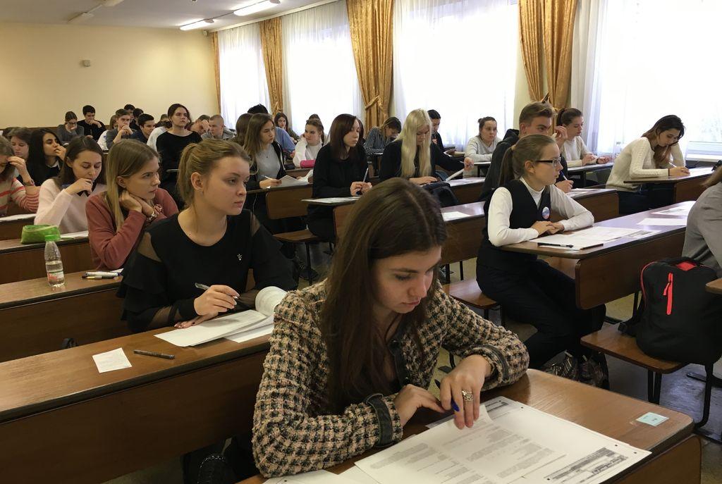 29 ноября на факультете лингвистики состоялся пробный экзамен по английскому языку