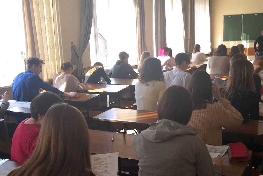 Пробное тестирование по обществознанию в формате ЕГЭ.