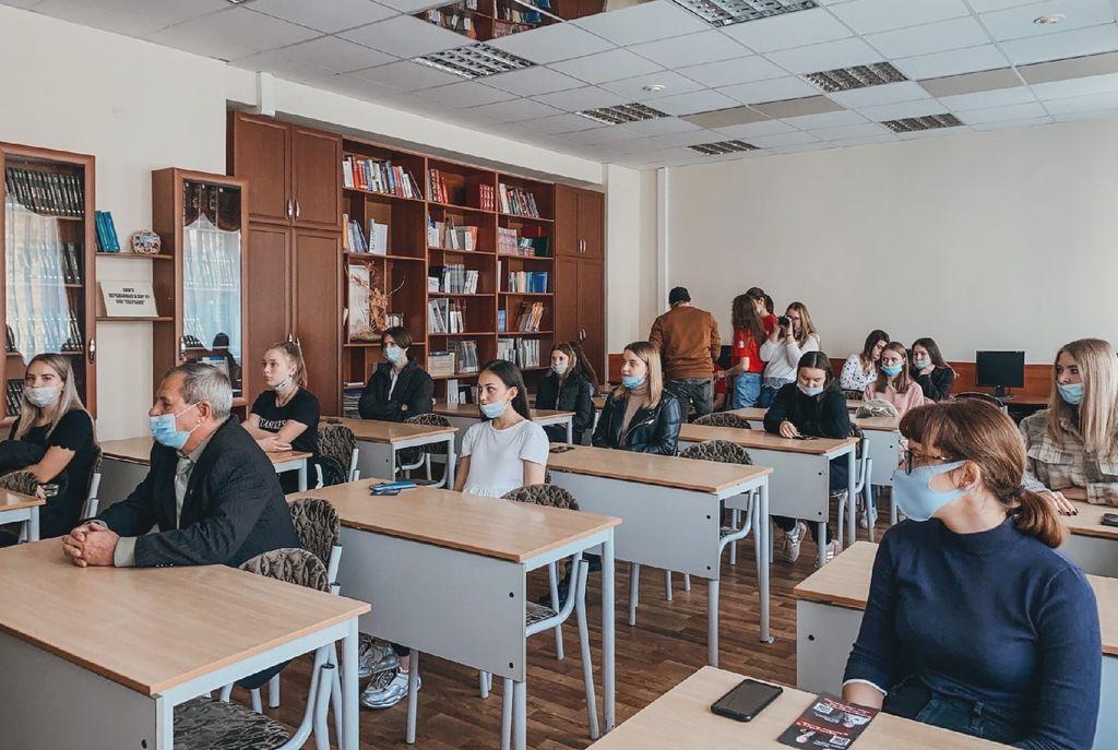 Выставка «Сила жить» в Университете «МИР»